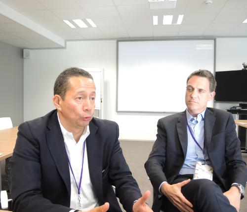 Héctor Sánchez, director para América Latina de la compañía, acompañado porNuno Ribas, General Manager paraBrasil.